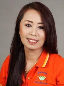 Frau Ja, Inhaberin Jarunee-Thaimassage